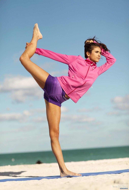 гимнастка и тренер ню